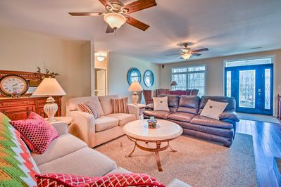 This vacation rental home is located within walking distance from 2 lakes.