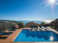 Excellent villa with spectacular views.