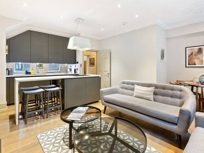 Photo for Elegant 2bed, 2.5bath townhouse in Central London.