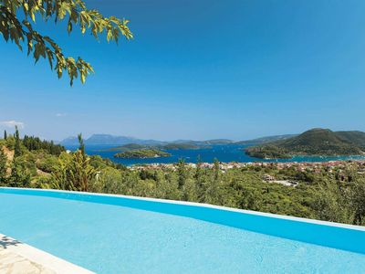 Photo for 4 bedroom Villa, sleeps 8 in Ráchi with Pool, Air Con and WiFi