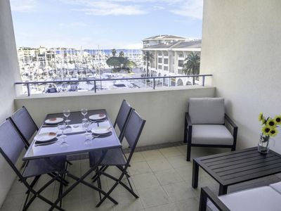 Photo for One bedroom Apartment, sleeps 4 with WiFi and Walk to Beach & Shops
