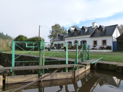Photo for Holiday home in a lock house the Nantes-Brest canal
