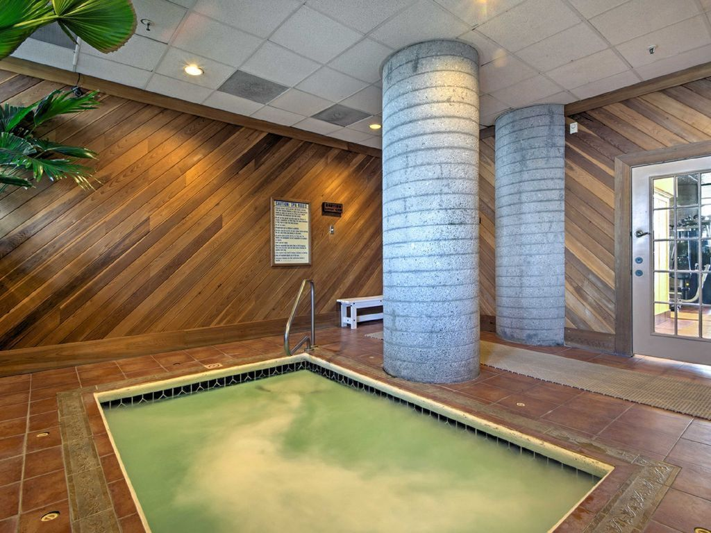 Sugar Top Condo! Panoramic View of Sugar Mountain Sunsets! Heated Pool & Hot Tub