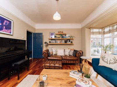 Photo for Homey, Bright 2Bed Apartment next to Victoria Park