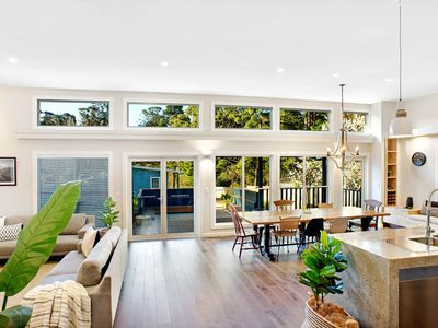Photo for 4 Bedroom brand new home close to centre of Katoomba