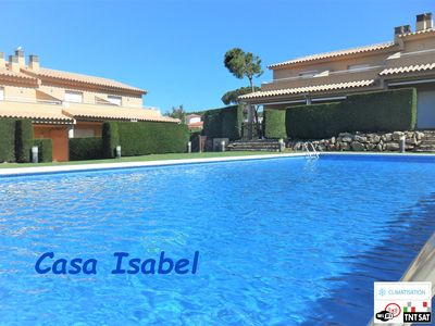 Photo for Lovely contemporary air-conditioned holiday home + wifi 800 m from the beach