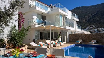 Photo for New Villa, pool with large outdoor patio area.