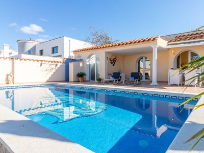 Photo for This 2-bedroom villa for up to 4 guests is located in Empuriabrava and has a private swimming pool a