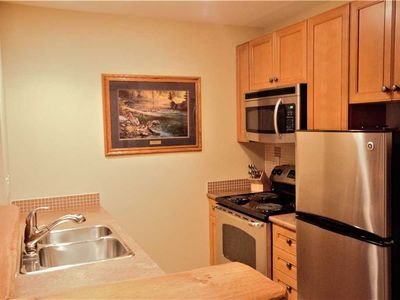 Photo for Cozy ski in/ski out with kitchen, wifi, outdoor hot tub and pool, located beneath the Elk chair: 318