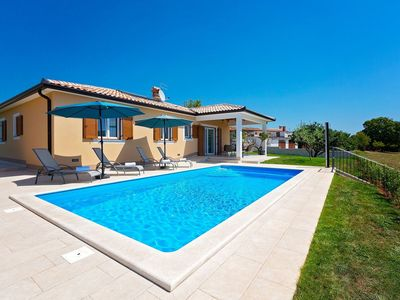Photo for Beautiful, detached villa with private pool, between vineyards, beach 21 km