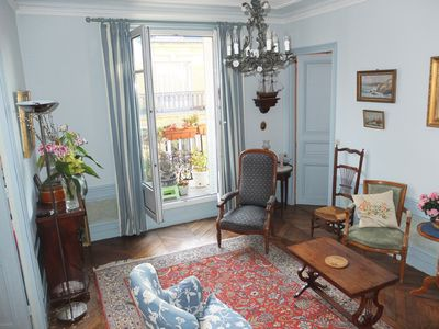 Photo for Beautiful Hausmanian apartment in the chic 16th arrondissement. Quiet building.