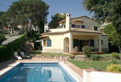 Photo for Superb family villa with private pool, sea view, and walking distance to beach