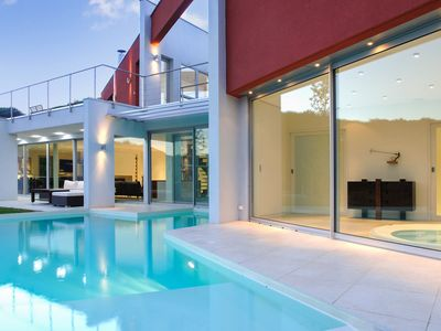 Photo for Spacious villa with swimming-pool