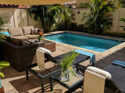 ** Your own PRIVATE POOL & YARD in luxury Gold Coast villa!**