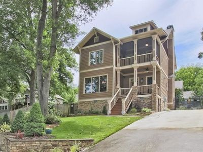 Photo for 3-story Craftsman - 10 minutes to Mercedes Benz Stadium