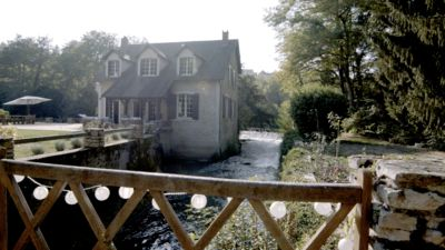 Photo for Exceptional property with swimming pool, by the river