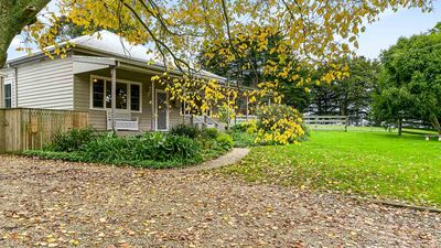 Photo for Elm Cottage - Glen Alvie, VIC