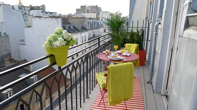 Overlooking the famous Rue Cler market street, Saumur has a truly Parisian feel