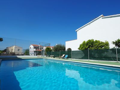 Photo for House with private garden, swimming pool and tennis; very close to the beach Riells. On th