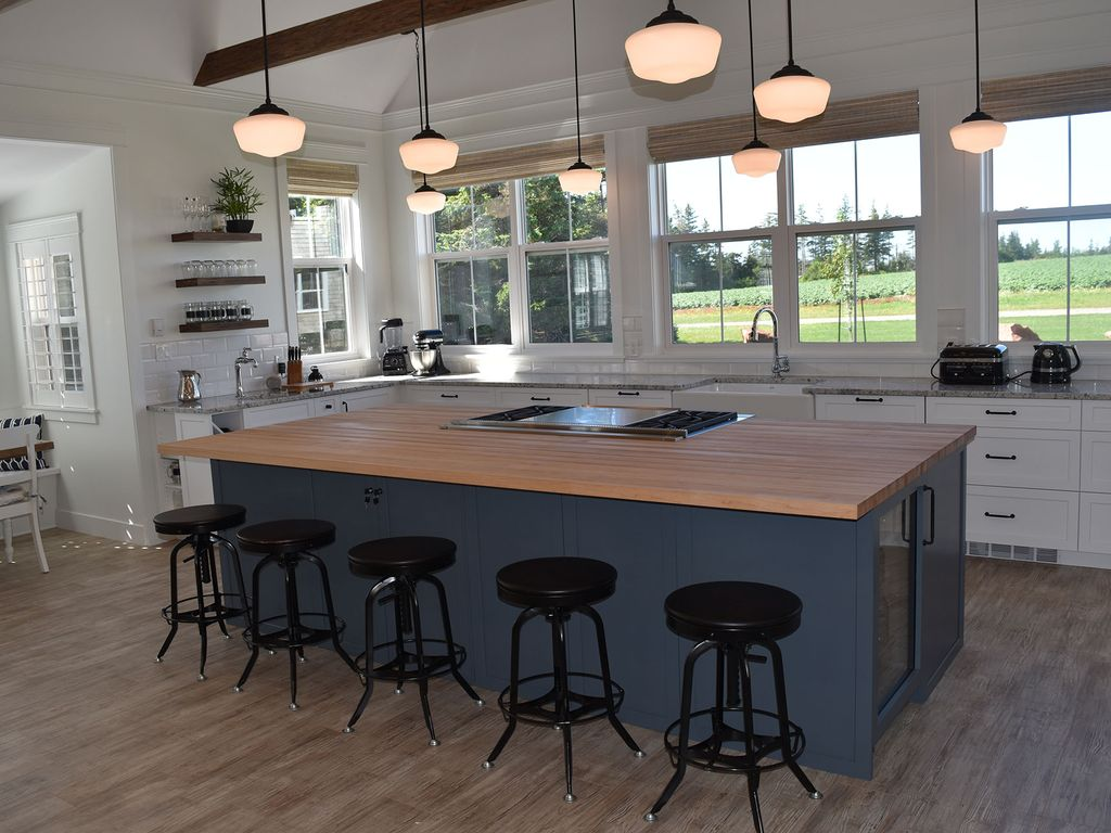 stunning 10 foot maple top chef u0027s island with wolf range and 22   double griddle brand new luxury 5 star cottage with gourme      vrbo  rh   vrbo com