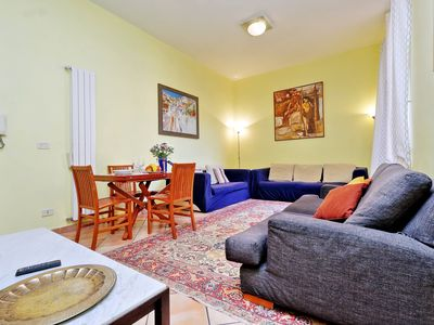 Photo for Rome, Trastevere, modern and comfortable apartment for 6