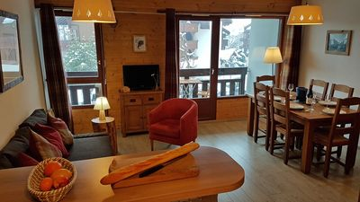 Photo for Charming, central apartment, wifi/tv/parking, ski bus 50m