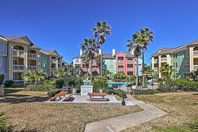 Welcome to this alluring Galveston vacation rental condo!