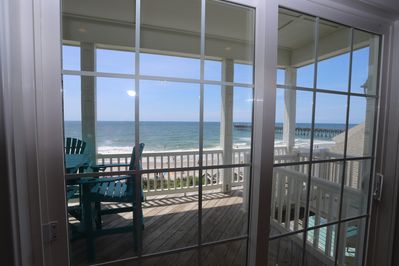 Magnificent beach views from your living room!