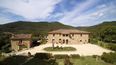 Photo for Delightful villa in the heart of Tuscany