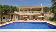 This is a great villa in a perfect location with super facilities.