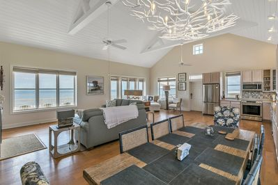 Tipsy Turtle offers a luxury oceanfront vacation for your group!