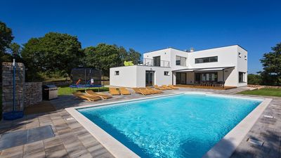 Photo for Modern villa with large pool in a quiet place in Istria