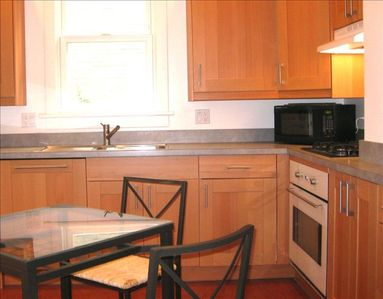 Modern kitchen with gas cooktop, dishwasher & breakfast table