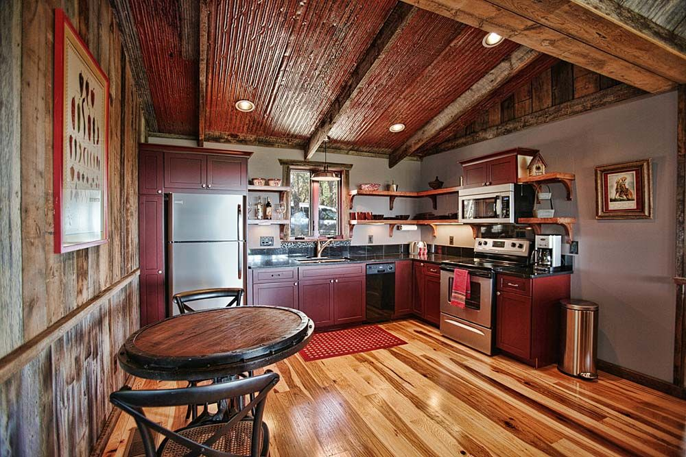 Upscale Luxury Cabin! Has it all Hot tub, Fireplace, Gorgeous Views!!!