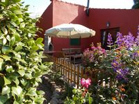 Delightful cottage, with a private garden, set in a small avocado farm, overlooking the sea.