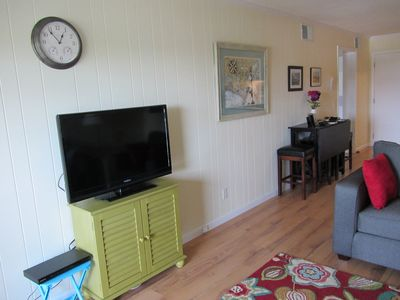 TV and Fold Out Kitchen Table with 6 Stools
