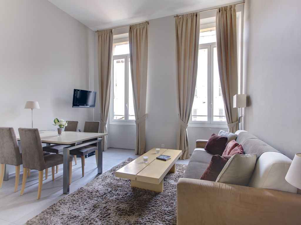 Residence grosso rue mace luxury two bedroom apartment located in the heart 411754 for Cost to move 2 bedroom apartment