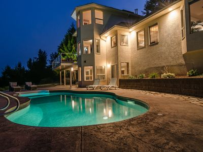 Photo for Luxurious family/pet friendly home close to wineries, snowshoeing & skiing