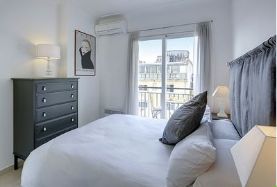 Main bedroom + view towards Place Masséna. King size double. Air-conditioning.