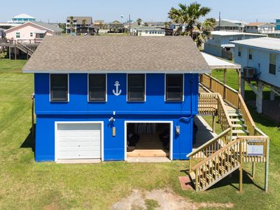 Photo for Ocean Blue with Cool 'Beach Lounge' -Steps From Water!
