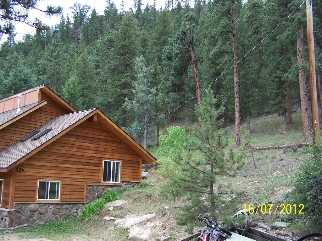 Great fly fishing private river access situated on 5 for Glen haven co cabin rentals