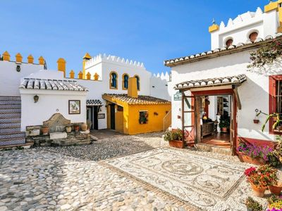 Photo for Beautiful House with Private Pool near the Costa del Sol