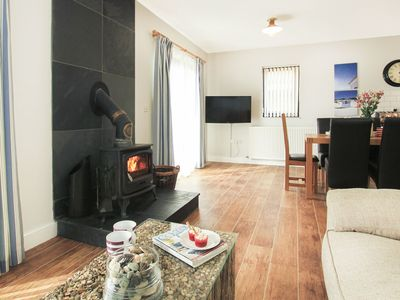 Photo for COWRIE COTTAGE, pet friendly in Rhosneigr, Ref 1008790