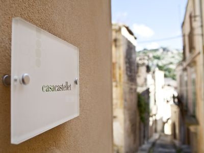 Photo for Independent domed house, spacious and charming in the center of Modica Bassa