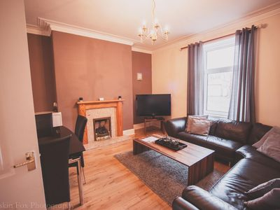 Photo for Stylish And Spacious 2 bed in the West End
