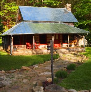 1800's historic, hand-hewn, log cabin, 15 min. to downtown Asheville/ Biltmore