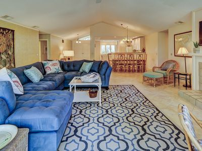 Perfect for large families and golf groups.  4 br home 10 Minute walk to beach