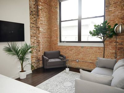 Photo for Snowdrop - Stylish One Bed in Uptown by Short Stay