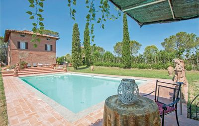 Photo for 6 bedroom accommodation in Castiglione del Lago