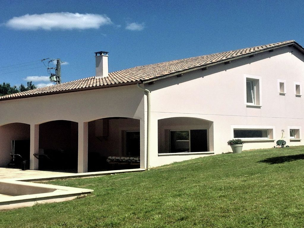Modern house with privat pool near the most beautiful places on the river lot